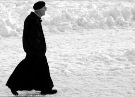 prete nella neve